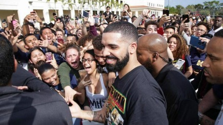 "Drake Drops ""God's Plan"" and give away almost $1 million in the video"