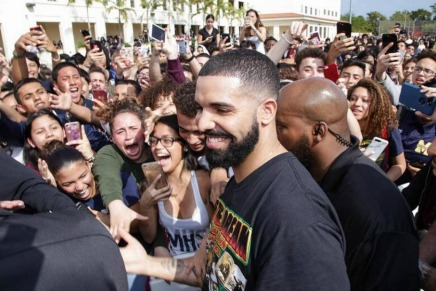 """Drake Drops """"God's Plan"""" and give away almost $1 million in thevideo"""