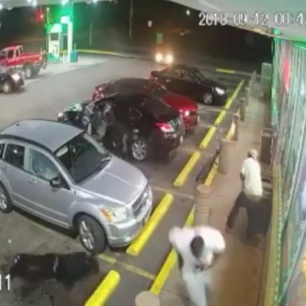 Shootout at an East Saint Louis Gas Station ( Video)