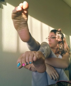@jessicajonesbae ( VFN FOOT MODELS )