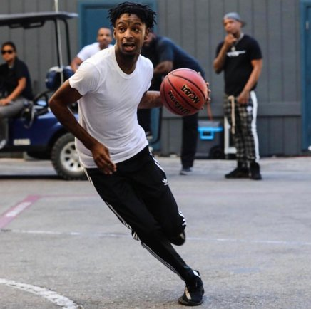 21 Savage Playing Basketball With ATL Youth On Thanksgiving