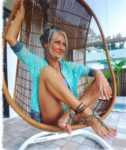VFN Foot Model Gabriela Pomplova @gpyoga ( VFN Foot Models)